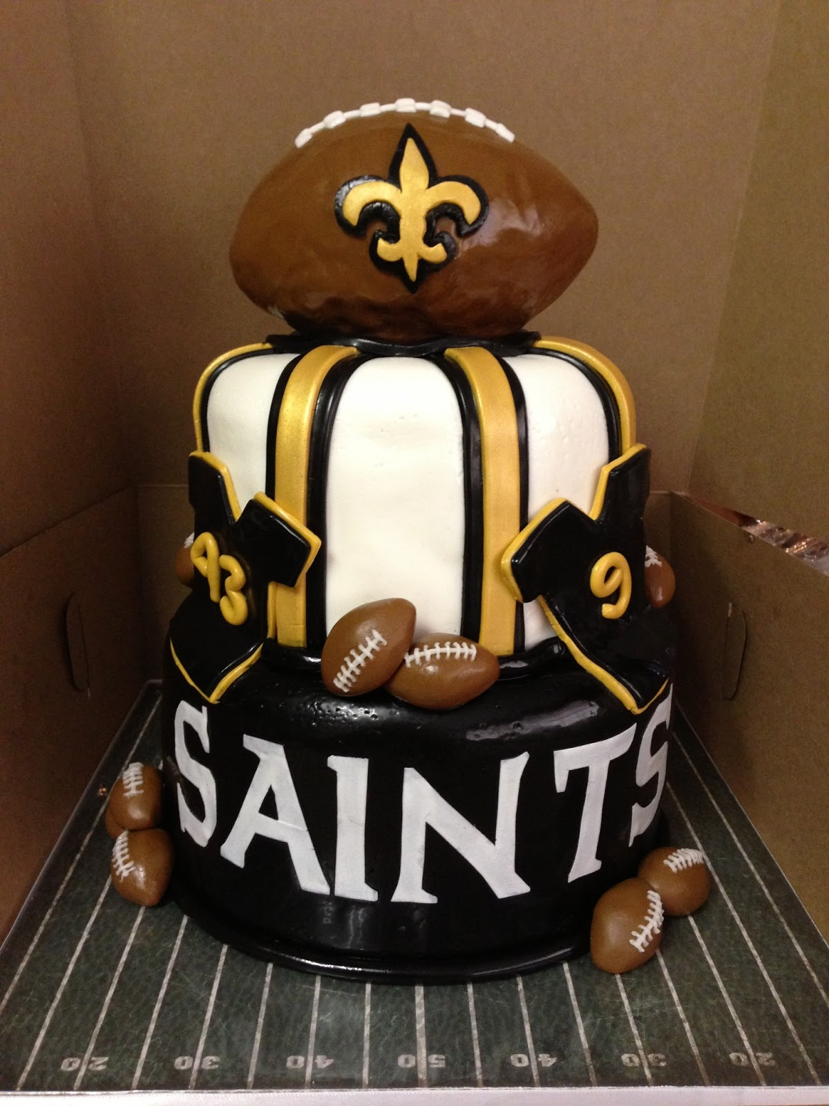 new orleans saints cakes