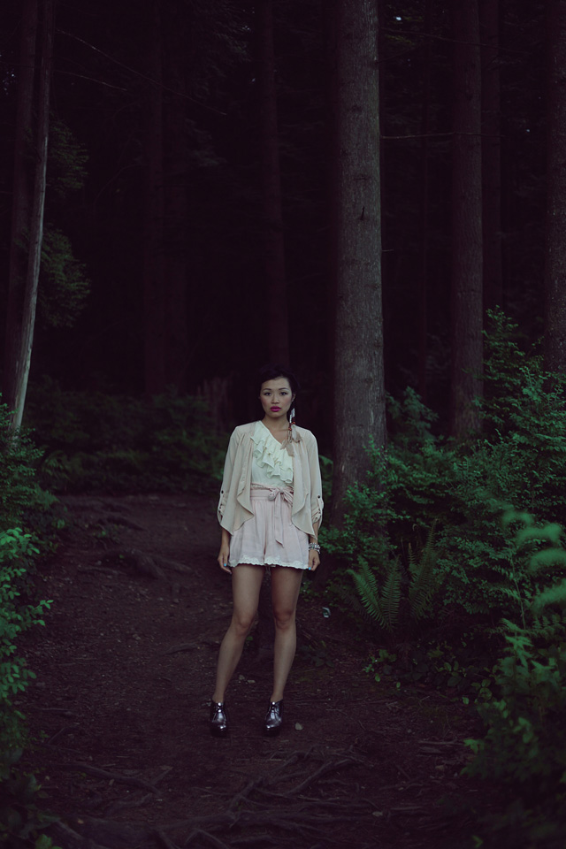 Jasmine Zhu Vancouver Fashion blogger for Posing in Vintage, wearing summer trend pastel