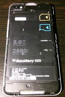 BlackBerry Z30: large size, thick rims screen