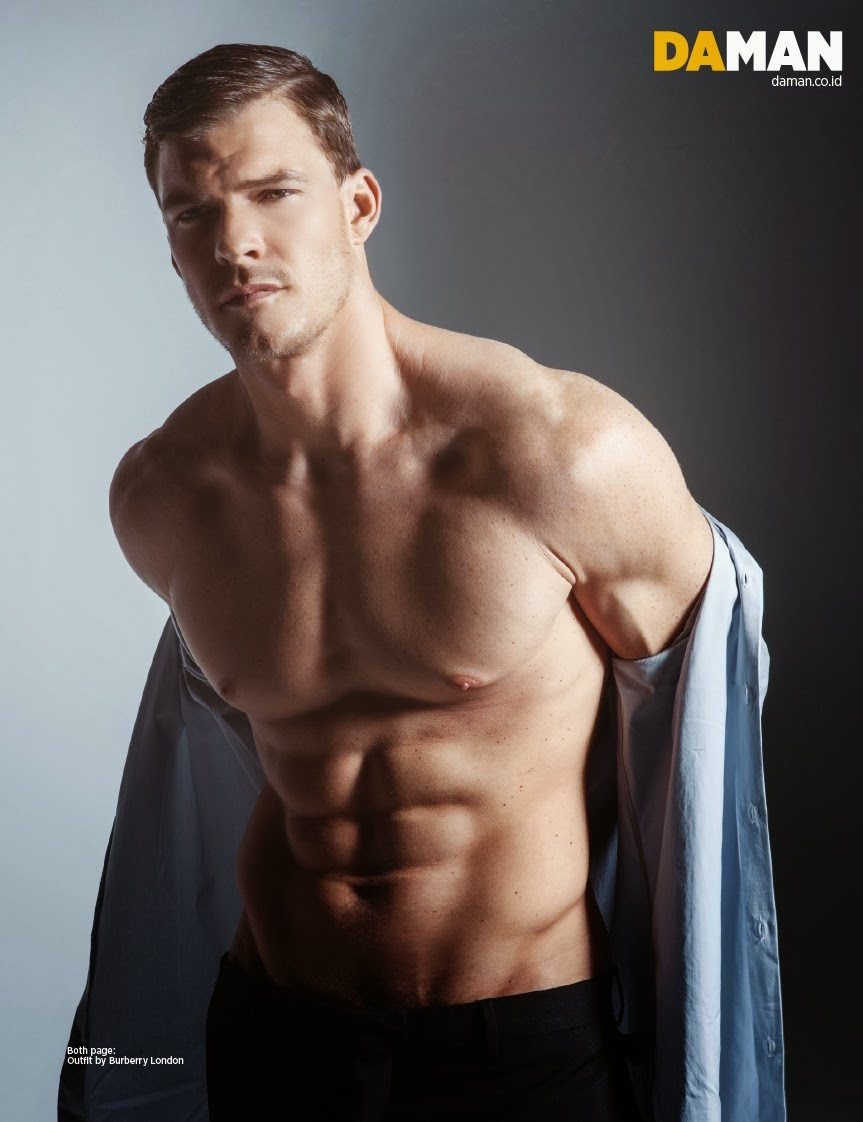 Alan Ritchson gay