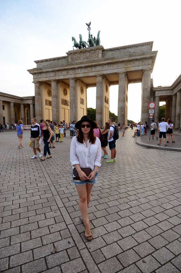 fashion blogger, iheartblack, black fedora, C&A, boyfriend Denim shorts, white shirt, animal print flats, museum island, ku'damm, KaDeWe, visit berlin, what to see