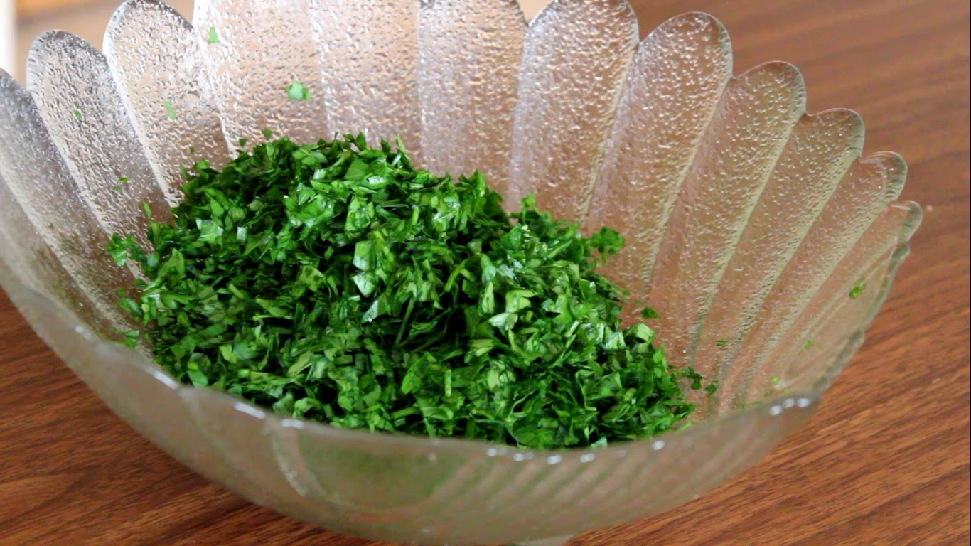 how to cut fresh parsley