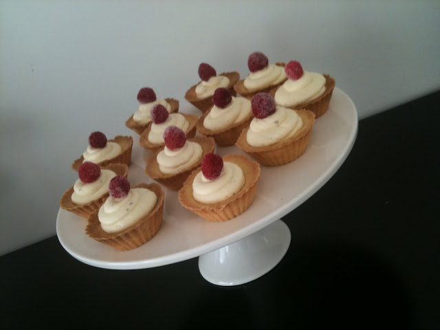 white chocolate raspberry tarts  >> STARTS WITH CUPCAKES