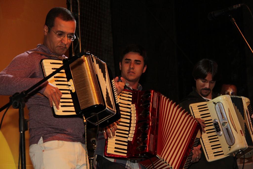 Os acordeonistas Candido Neto, André Gandra e Alex Wey na abertura do Encontro de Sanfoneiros 2013