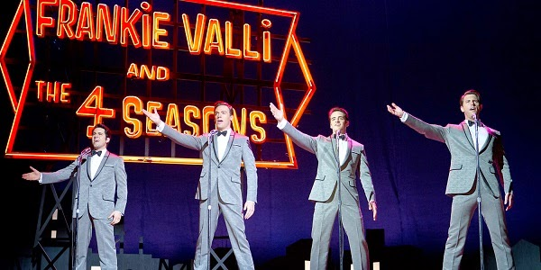 John Lloyd Young, Erich Bergen, Vincent Piazza e Michael Lomenda em JERSEY BOYS: EM BUSCA DA MÚSICA (Jersey Boys)