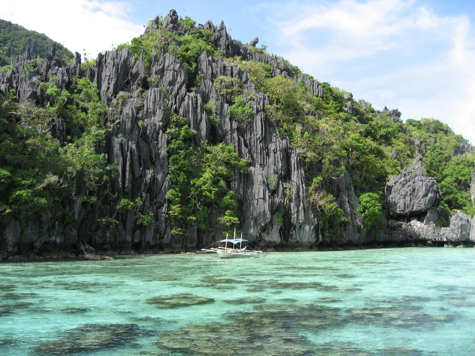 Palawan- Sentro din ng turismo dahil sa magagandang pasyalan at