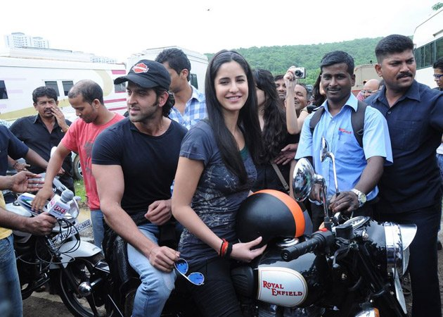 katrina kaif takes rides - photo #9