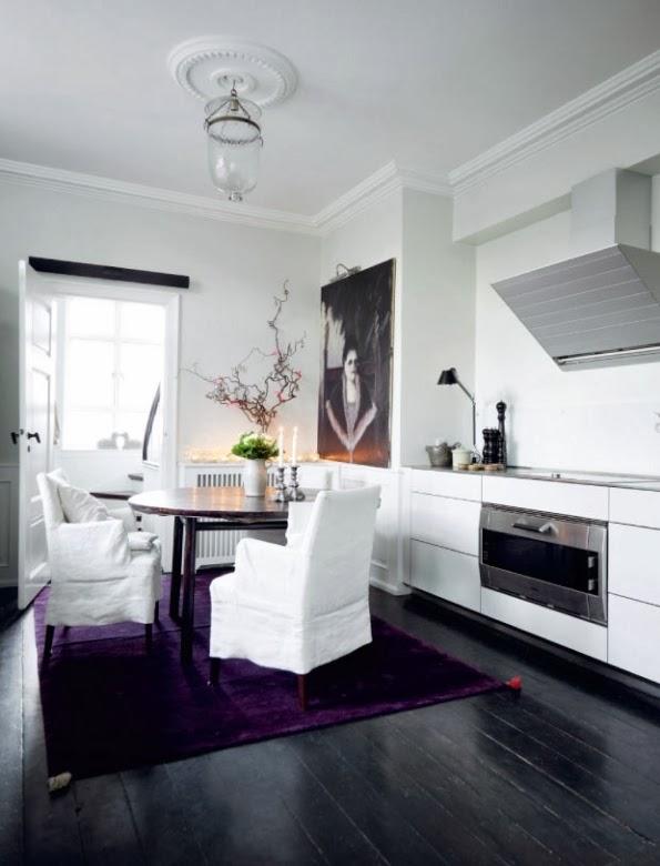 alfombra color lavanda en la cocina