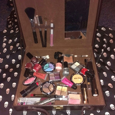 Sunkissed makeup suitcase gift set