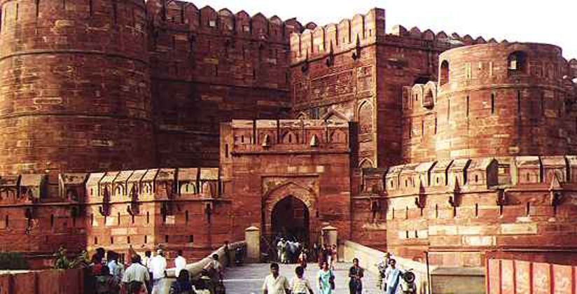 introduction to red fort The red fort complex was built as the palace fort of shahjahanabad – the new   introducing new buildings and functions over the earlier mughal structures.