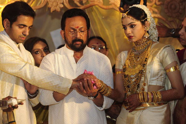 Malayalam Cinema Actress Samvritha Sunil Wedding Photos Image Showroom