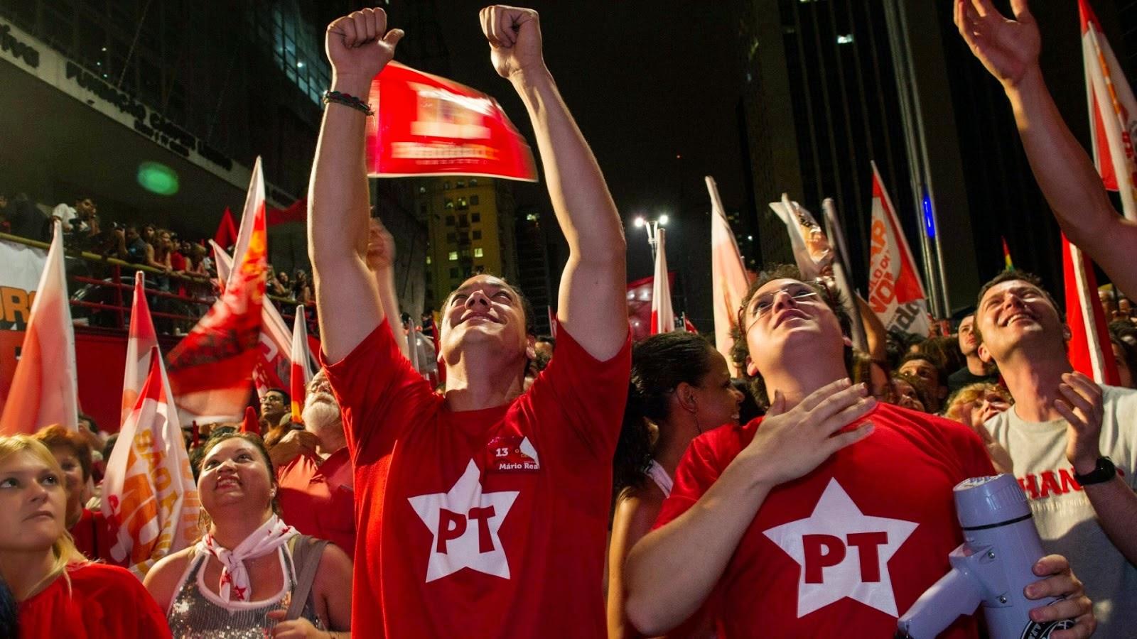Petistas Agridem Manifestantes - Um Asno