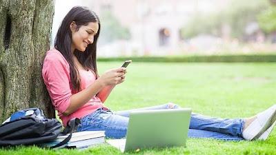 """Una de las ventajas de la tecnología actual es la facilidad y rapidez con que podemos comunicarnos con otras personas. Escribir un mensaje de texto o un e-mail tiene ciertas ventajas. Podemos releerlo para asegurarnos de que no hemos hecho una interpretación """"ligeramente"""" sesgada de lo que nos transmite nuestro interlocutor. Algo que con frecuencia ocurre durante una conversación cara a cara, porque no hay que olvidar que, según los expertos en comunicación, prestamos más atención a las opiniones que coinciden con las nuestras y que, además, solemos interpretar los mensajes de los otros como mejor nos conviene, o como"""