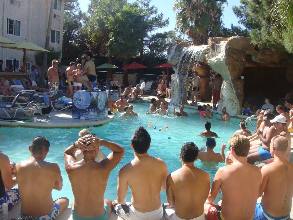 Gay Vegas Daily: BOYS & BURGERS POOLSIDE AT BLUE MOON TODAY - 8/5: A staple ...