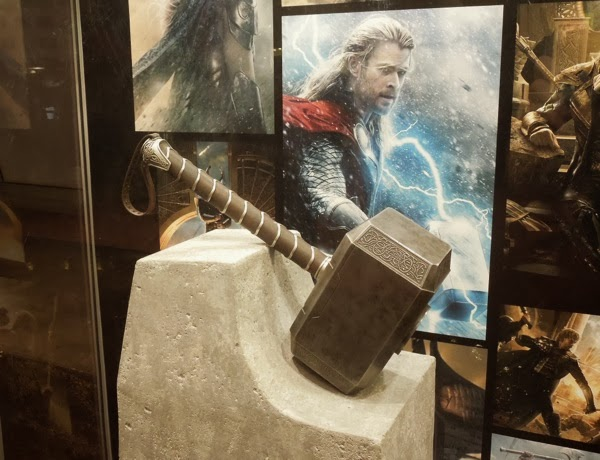 Thor Dark World Mjolnir hammer prop