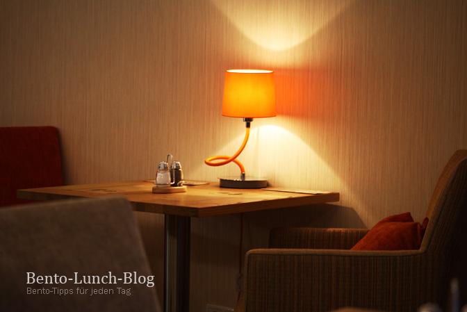 Mir Gefllt Die Stimmung Dort Sehr Gut Es Gibt Viele Sessel Kissen Und Kleine Lampen Ein Wenig Wohnzimmer Flair Hervorrufen Sollen