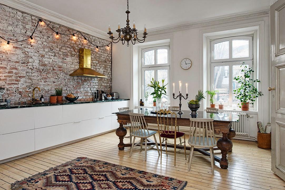 Creative ordinette interni con pareti materiche a for Soggiorno con parete in pietra