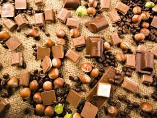 Komadići čokolade, lješnjaci, zrna kave slike besplatne pozadine za mobitele download