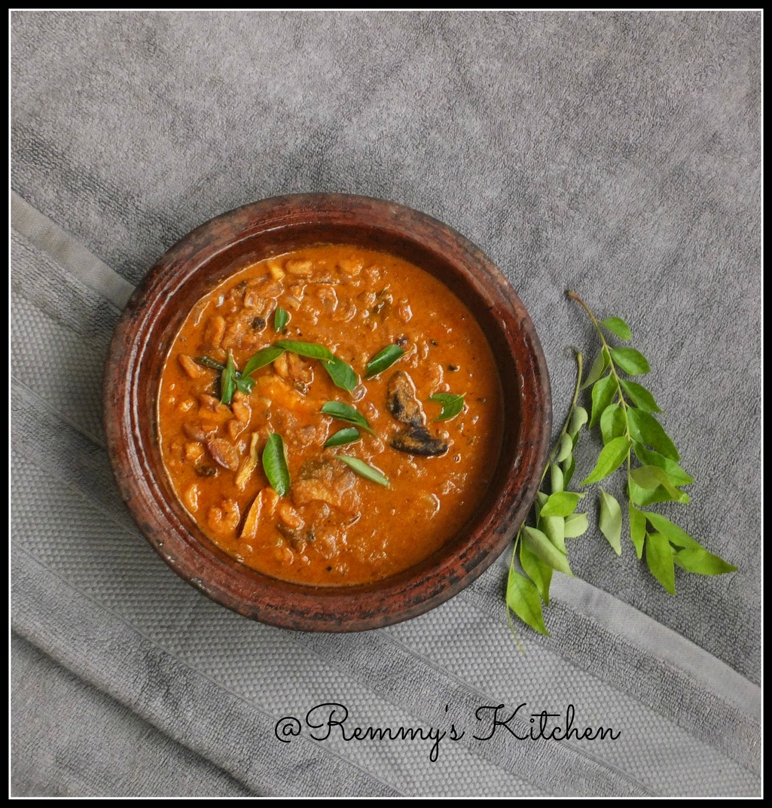Chemmeen ulli theeyal/Prawn and onion in roasted coconut gravy