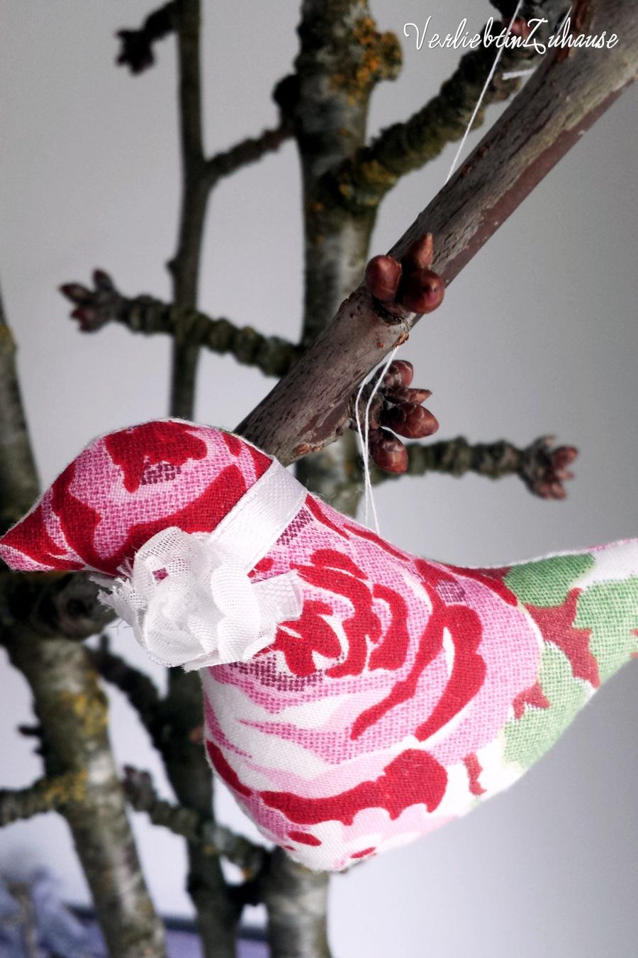 Rosa Stoff Vogel als Deko zum Frühling