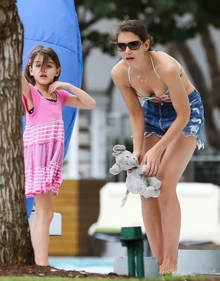 Katie Holmes American Hollywood Actress Open Bikini HD Images