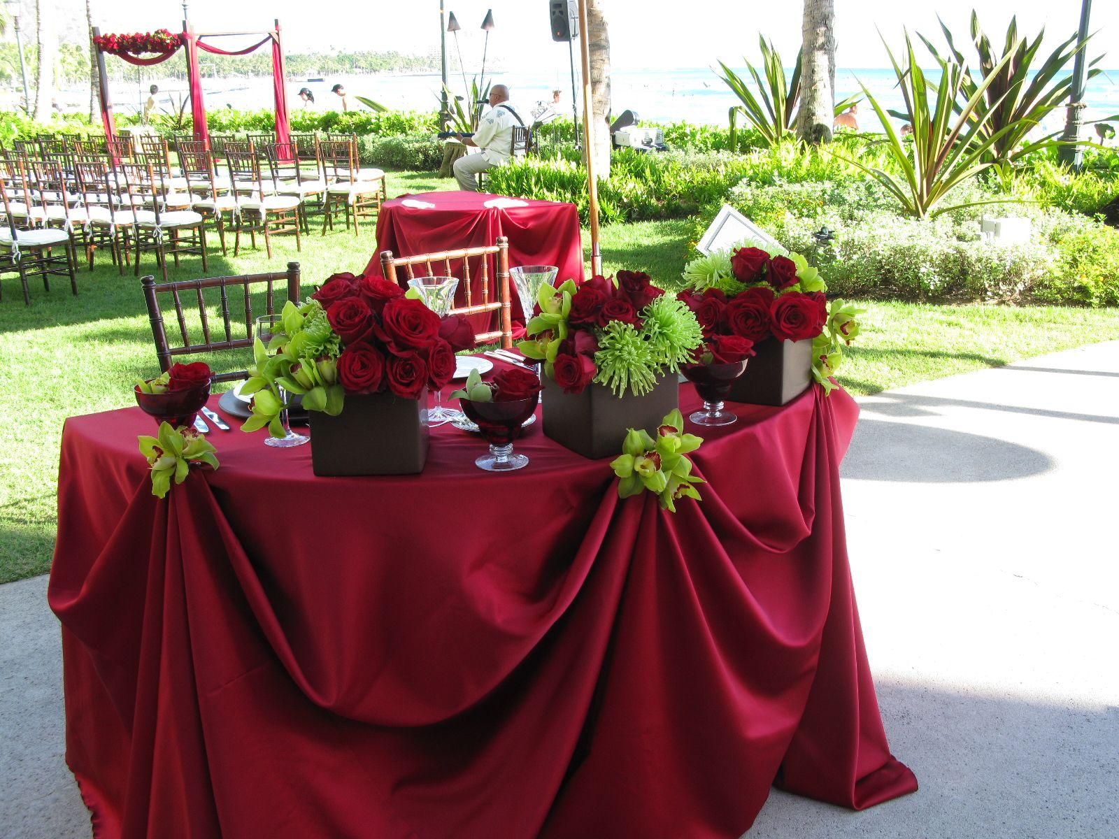 Sweetheart Table Flower Ideas (Red & Green)