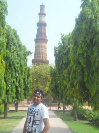 कुतुबमिनार जवळ ( नवी दिल्ली )