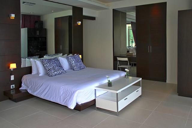 Picture of dark brown and white modern furniture in the bedroom