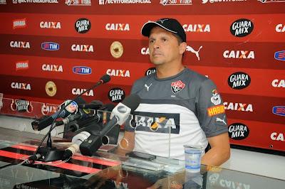 Claudinei Oliveira não é mais técnico do Vitória