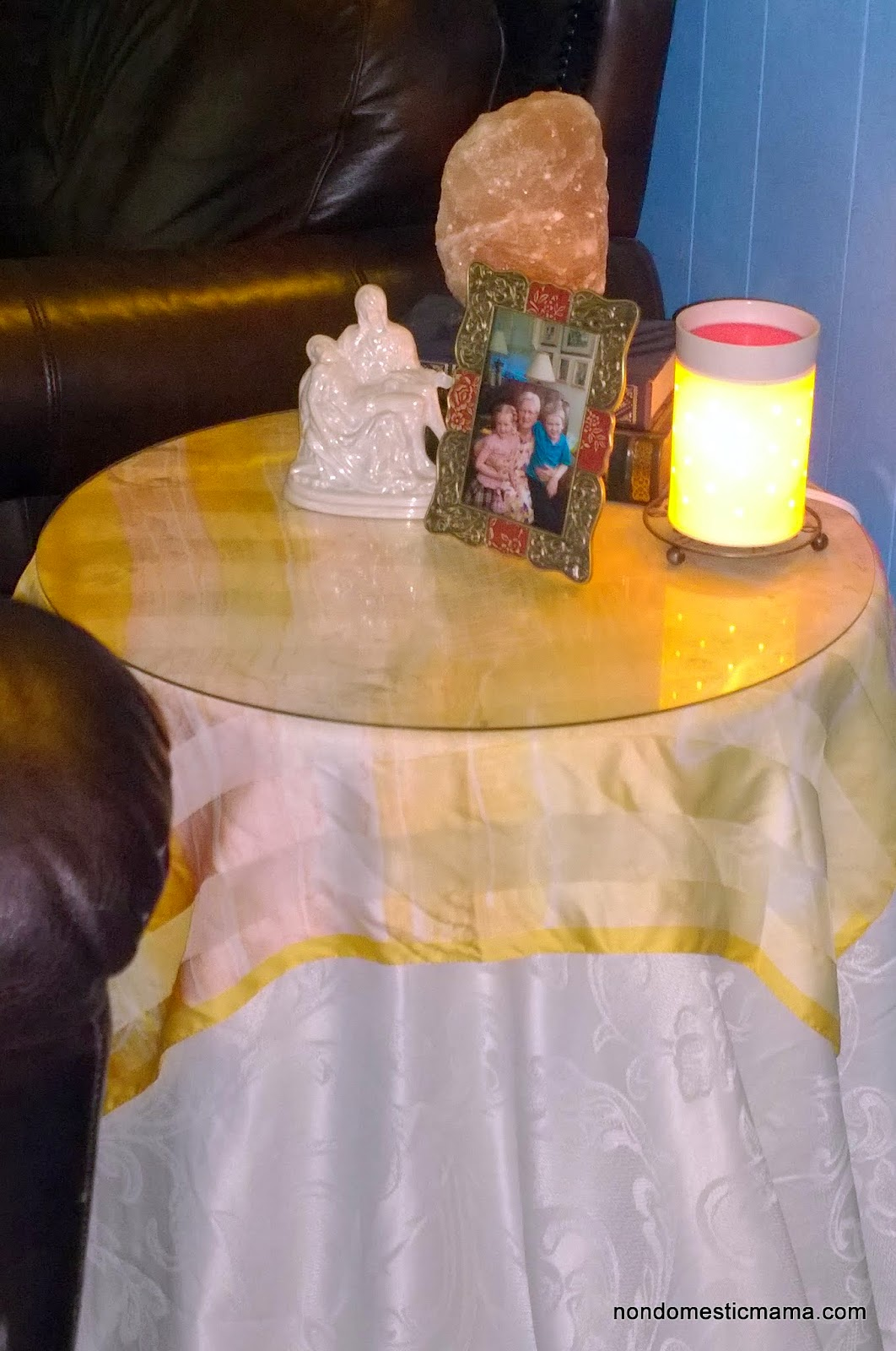 {Day 9} Living Room - 31 Days of De-Hoarding #write31days #dehoarding
