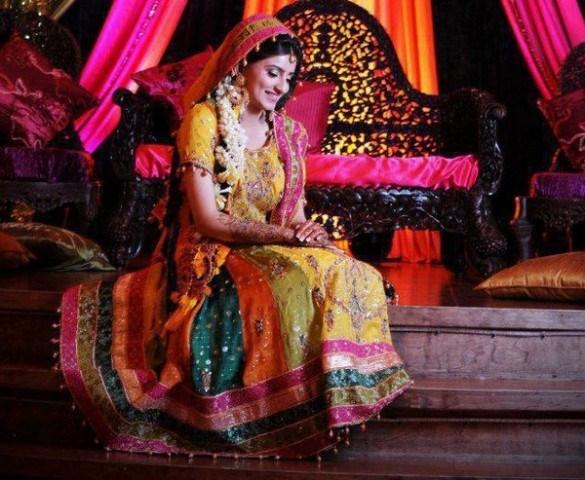 Mehndi Party Attire : Mehndi brides mayoon frills