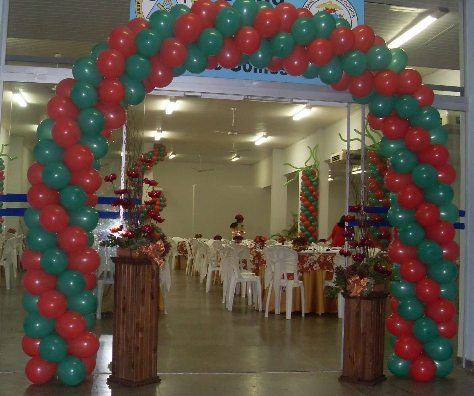 decoracao festa natalina : decoracao festa natalina: arte com o descarte: FLORES DE PET VALORIZAM DECORAÇÃO NATALINA