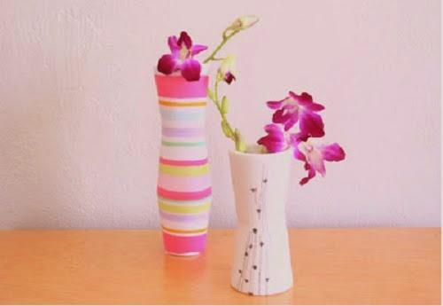 Membuat vas bunga dari botol dan kaos kaki bekas
