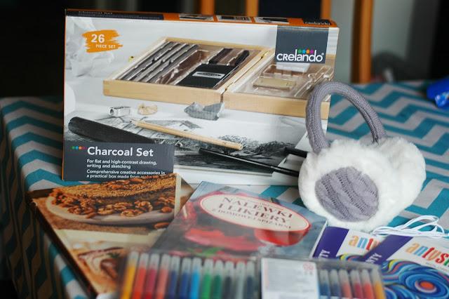 zestaw do szkicowania, książka kucharska, nauszniki, kolorowanki dla dorosłych, portfel Wittchen