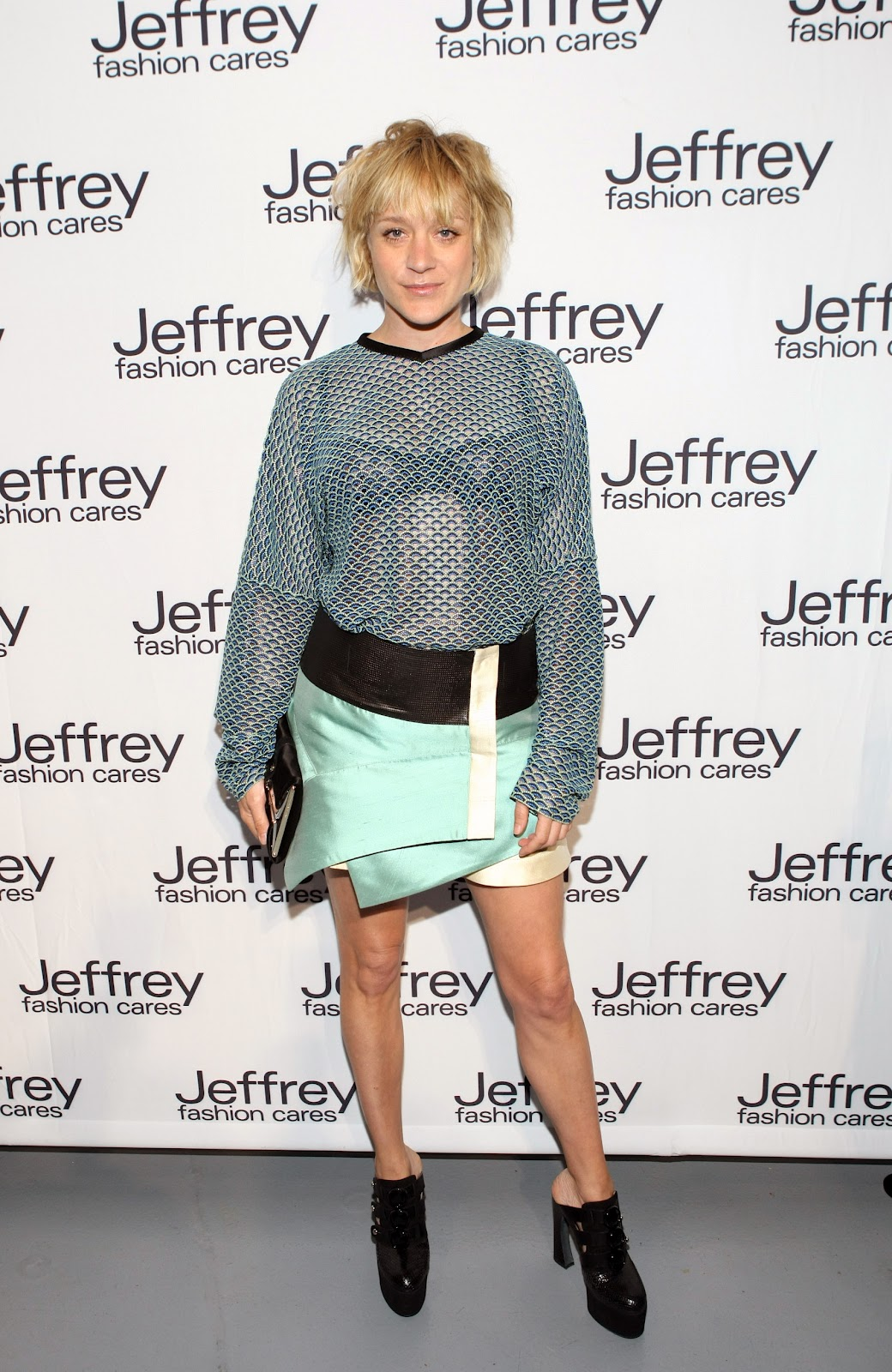 http://2.bp.blogspot.com/-3Z4PjBUKYBc/T3hwO_sQ7yI/AAAAAAAAAHo/JZek6xKRqNM/s1600/ChloeSevigny_jeffrey_fashion_cares_017.jpg