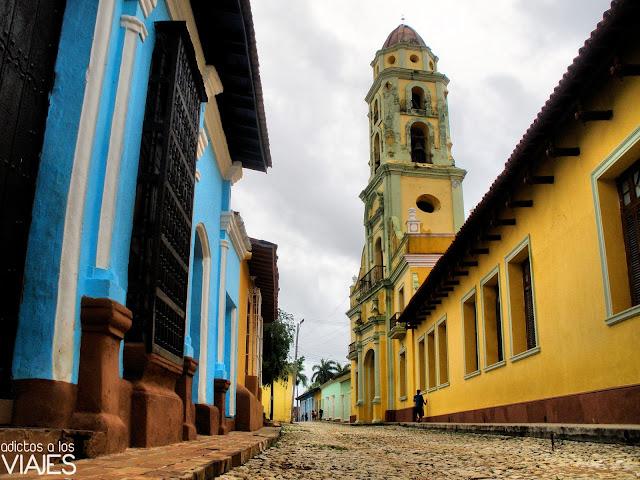iglesia y calle de trinidad cuba