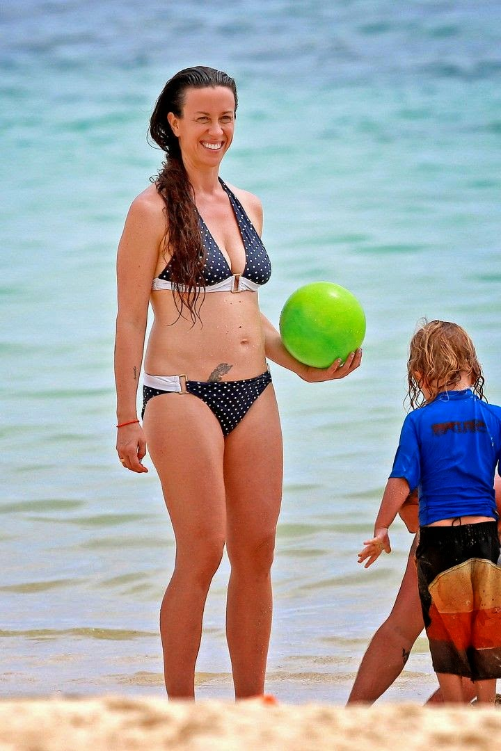 The singer, Alanis Morissette was spotted enjoying a family vacation at Hawaii on Saturday,‭ ‬May‭ ‬3,‭ ‬2014.