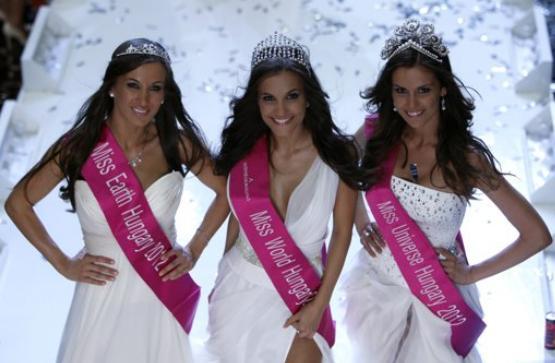 A Szepsegkiralyno Miss Hungary 2012 Tamara Cserhati, Agnes Konkoly and Alexandra Kocsis