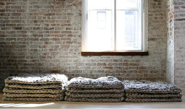 diseño textil con fieltro y lana Dana Barnes - cojines suelo wool design