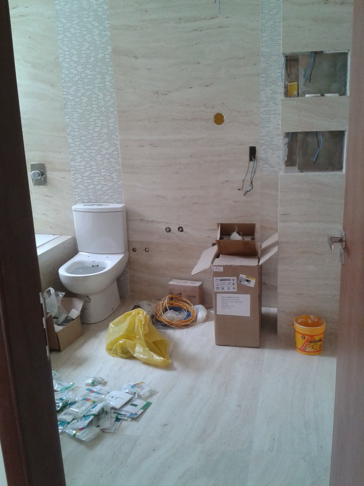 Imagens de #796345 Nossa Tão sonhada Casinha : Revestimento dos Banheiros 1200x1600 px 3564 Bbb No Banheiro 2014