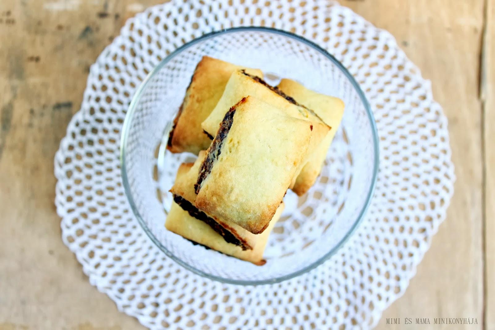 Fügekrémes töltött keksz