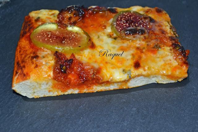 Pizza Con Higos Sobrasada Y Perlas De Mozzarella