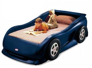 Lacivert arabal%C4%B1 yatak modeli 550x405 Arabalı yatak modelleri