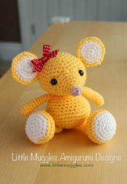 Crochet Pattern Free Mouse : 2000 Free Amigurumi Patterns: Baby Mouse Pattern