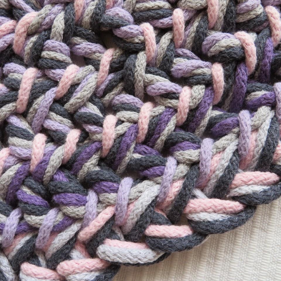 kolorowy dywan z warkocza