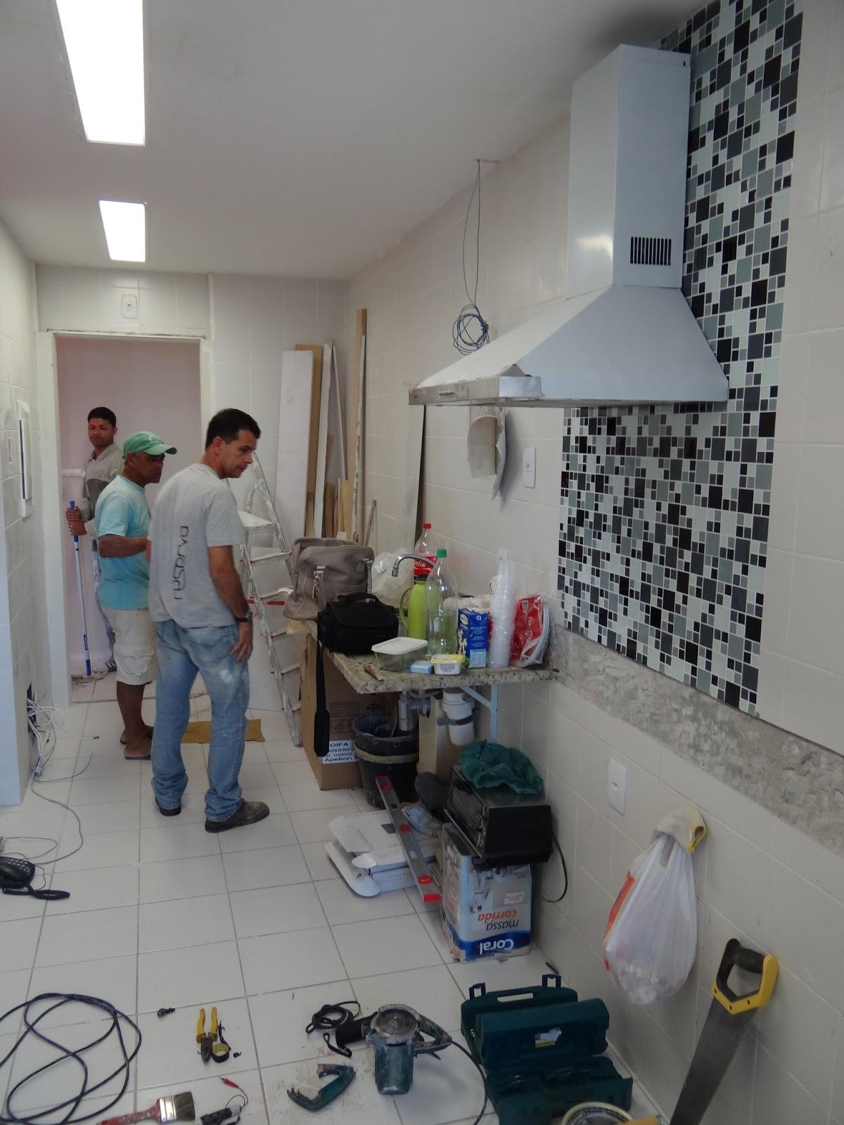 de lavabo e closet demolimos o quarto de empregada e banheiro de #64463C 1200 1600