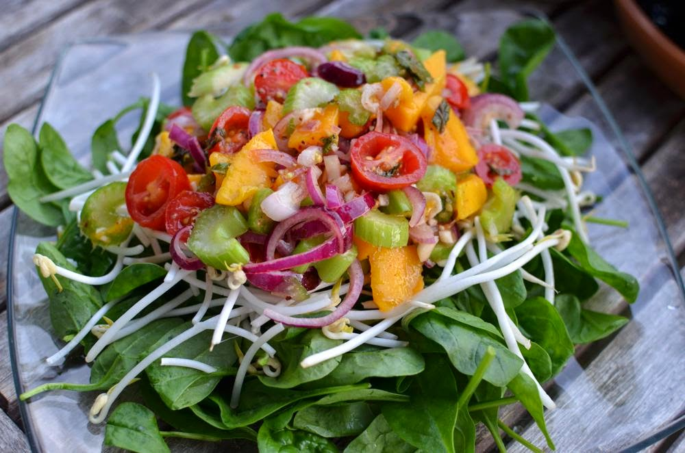 Recipe Spicy salad with marinated pork