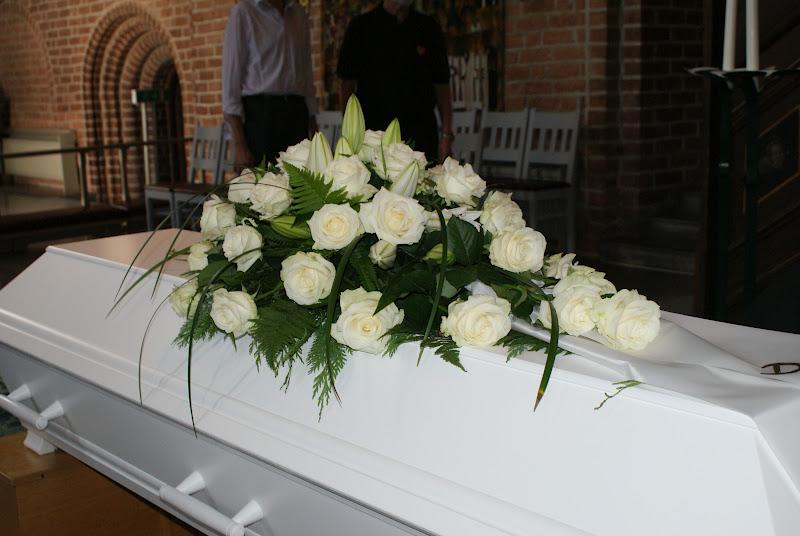 vit ros begravning