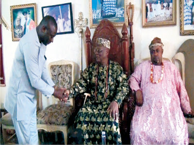 Ntisong Ibibio III  receives, blesses Ikono political leader