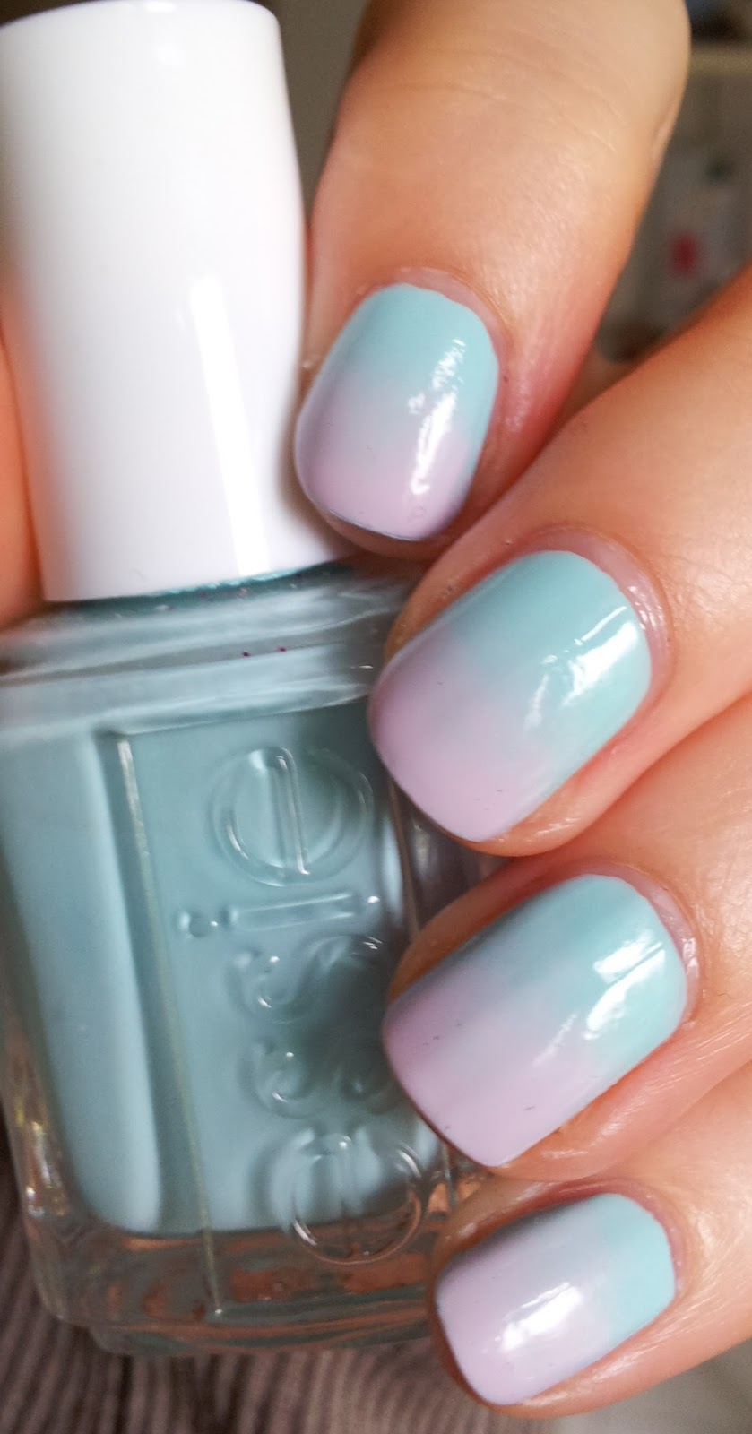 Gradient Nails essie Mint Candy apple Go Ginza
